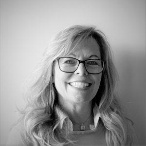 professional photo of Leslie Garoufalis